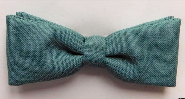 Small clip on boys bow tie Green Vintage 1950s 1960s childrens wear Tenax UNUSED