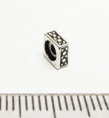 Square spacer beads x 15. 5mm. Silver.